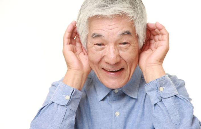 elderly-parent-has-hearing-loss